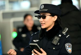 Полиция Китая использует смарт-очки для идентификации граждан